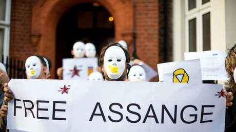 Pro-Assange protestors outside the Ecuadorian embassy in London, July 31, 2018 © Brais G. Rouco/Global Look Press