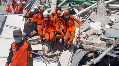 Death toll from devastating quake & tsunami in Indonesia hits 832