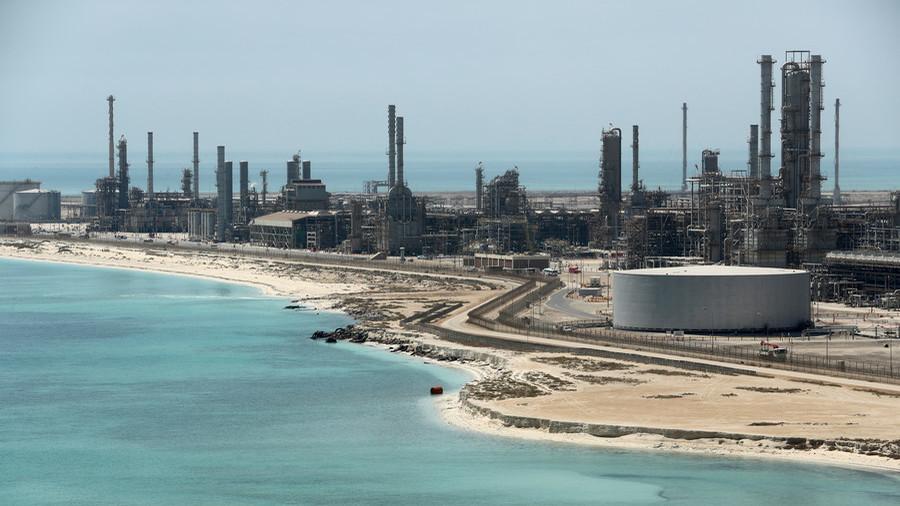Oil priced $400 in yuan, Russian military base – Saudi insider says kingdom mulls 30 anti-US moves thumbnail