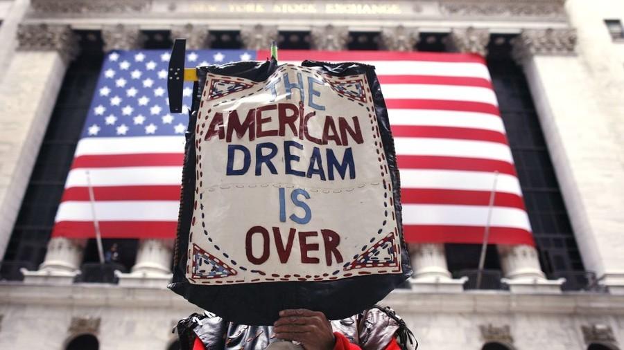 Economia dos EUA prestes a entrar em colapso, derrubando dólar e padrão americano de vida - Peter Schiff