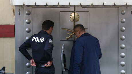 Security guards stand outside the entrance of Saudi Arabia's consulate in Istanbul. © Global Look Press / Hakan Akgun