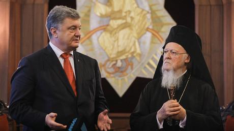 Ukrainian President Petro Poroshenko meets with Ecumenical Orthodox Patriarch Bartholomew I in Istanbul, on November 3, 2018. © Reuters / Ukrainian Presidential Press Service / Mikhail Palinchak