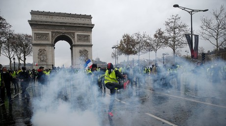 FILE PHOTO Protest against higher diesel taxes, demonstrate near the Arc de Triomphe in Paris