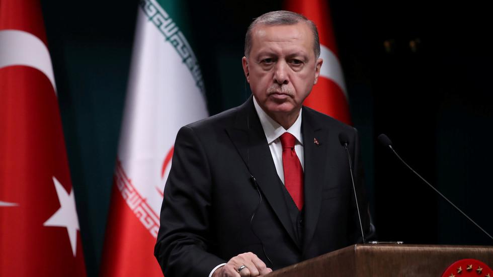 Kurdi terroristid protesteerisid kollaste vestide all Prantsusmaa poolt Erdoganile