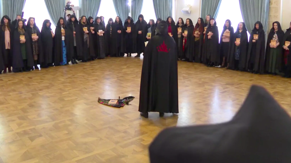 Video shows WITCHES meet in Moscow to cast spells… in support of Putin