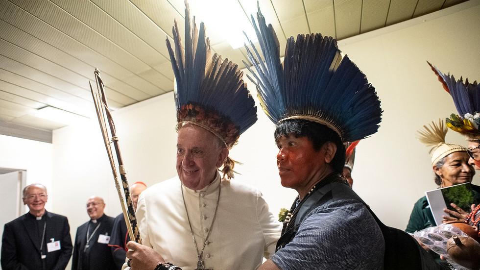Pope Satan worshiping false idols