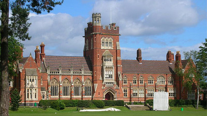 Moseley School, Birmingham, England. (Image from en.wikipedia.org / photo by user@Oosoom)