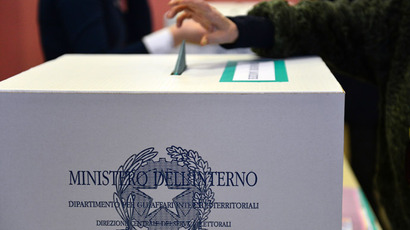 A woman casts her ballot in a polling station on February 24, 2013 in Milan. (AFP Photo/Gabriel Bouys)
