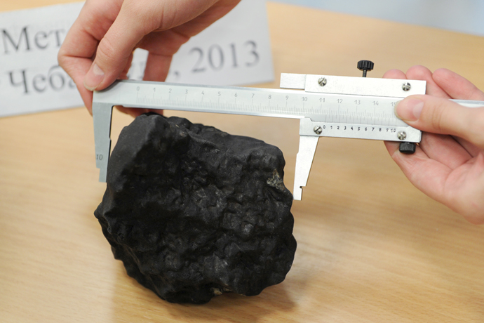 Fragment of the meteorite at the laboratory of the Research and Educational Center of Nanomaterials and Nanotechnologies of Ural Federal University. (RIA Novosti / Pavel Lysizin)