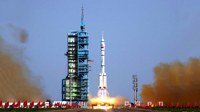 The Shenzhou-9 blasts off from the Jiuquan space base, northwest China's Gansu province. (AFP Photo)