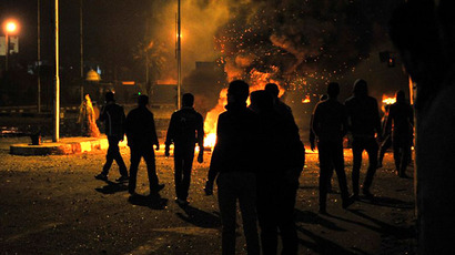 Egyptian protesters stand near burning tyres outside the main security headquarters in the canal city of Port Said early on March 5, 2013. (AFP Photo)