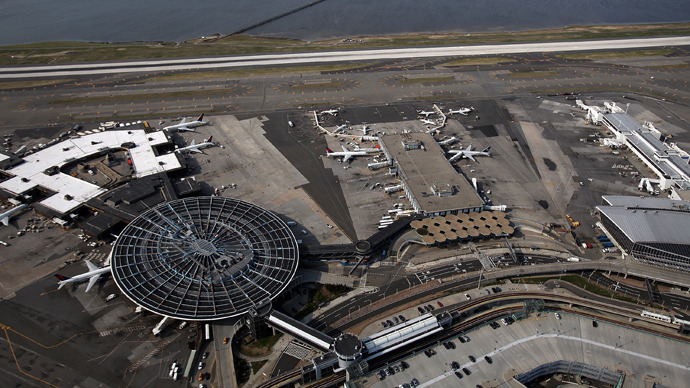 Aeroporto New York John F Kennedy : Pilot reports mysterious drone that could have caused