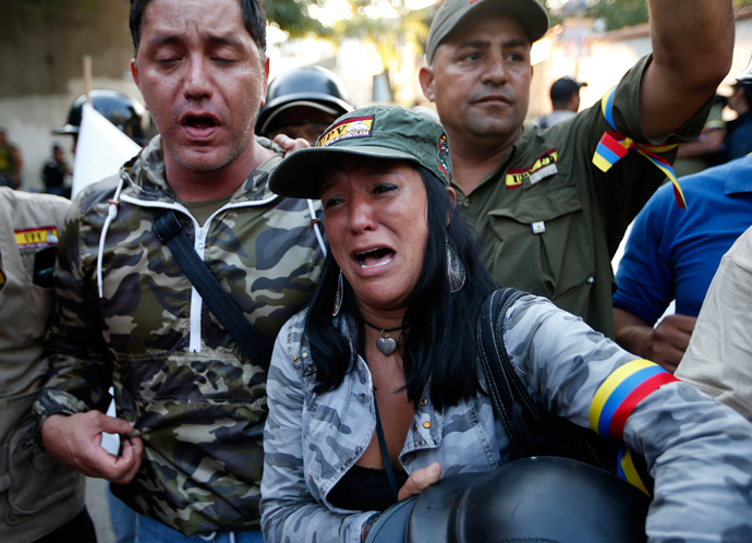 Supporters of Venezuela's President Hugo Chavez react to the announcement of his death in Caracas March 5, 2013 (Reuters / Jorge Silva)