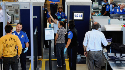 Transportation Security Administration (TSA) agents screen passangers at Los Angeles International Airport (Kevork Djansezian/Getty Images/AFP)