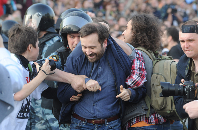 Police detain State Duma deputy Ilya Ponomaryov during the March of Millions protest rally on Moscow's Bolotnaya Square (RIA Novosti / Iliya Pitalev)