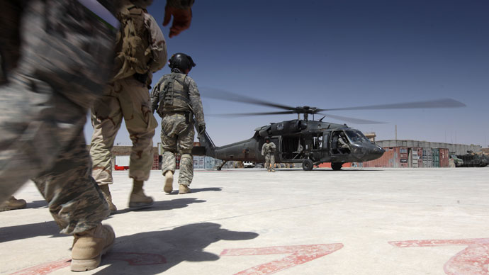 US soldiers board a helicopter at a NATO camp in Kandahar.(AFP Photo / Ed Jones)