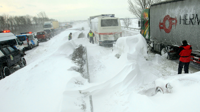 Vehicles are seen at the M1 highway, 80 km west of Budapest, March 15, 2013 (Reuters / Laszlo Balogh)