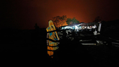 A woman stands in front of an illuminated house powered by solar energy at Meerwada village of Guna district in the central Indian state of Madhya Pradesh.(Reuters / Adnan Abidi)