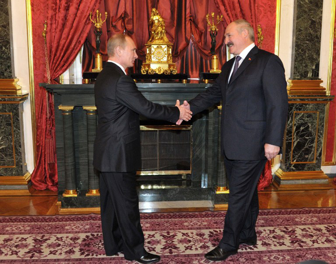 Russia's newly-inaugurated President Vladimir Putin meets Belarus President Alexander Lukashenko in the Kremlin in Moscow, on May 15, 2012, before a summit of the leaders ex-Soviet states, members of the Collective Security Treaty Organisation. (AFP Photo)