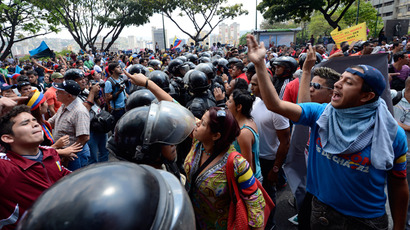 Venezuelan opposition students demonstrate in downtown Caracas on March 21, 2013 demanding to the National Electoral Council (CNE) transparency during the presidential elections next February 14  (AFP Photo / Juan Barreto)