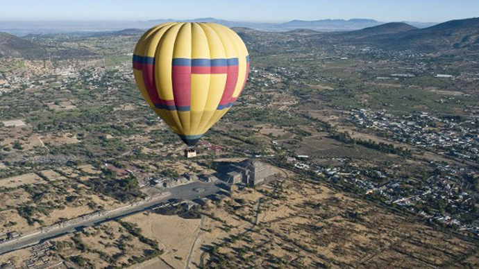 Hot air balloon with tourists crashes in Cambodia, 7 injured