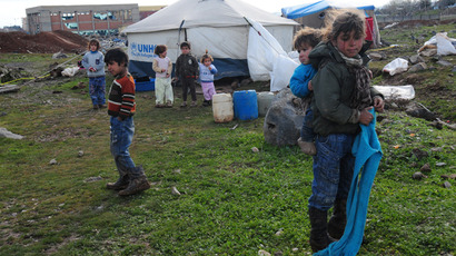 Children stand near a tent at the Syrian refugee camp 5km from Diyarbakir, Turkey (AFP Photo / Stringer)