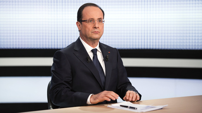 Francois Hollande looks on before taking part in the broadcast news of France 2 on March 28, 2013 in Paris (AFP Photo / Pool / Fred Dufour)