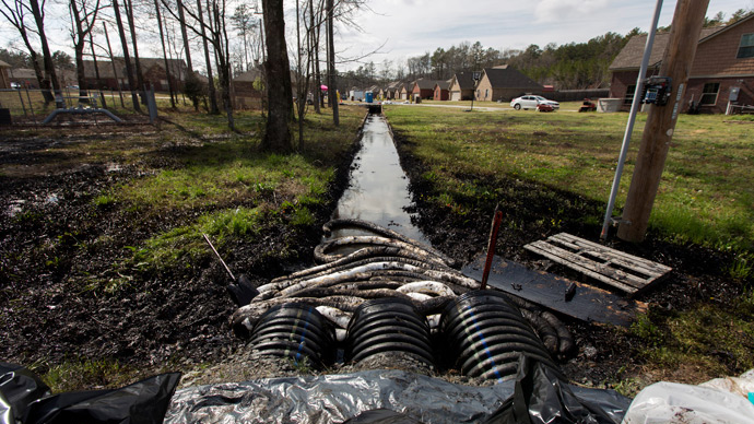 Spilled crude oil is seen in a drainage ditch near evacuated homes near Starlite Road in Mayflower, Arkansas March 31, 2013 (Reuters / Jacob Slaton)