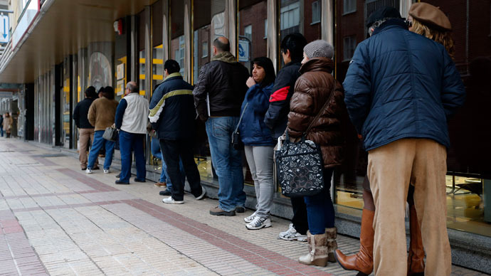 People queue outside a government employment office in Burgos.(AFP Photo / Cesar Manso)
