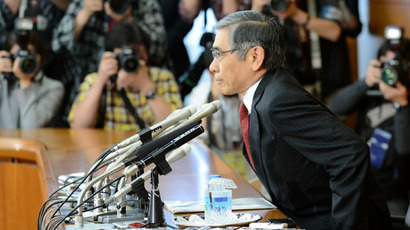 Newly appointed Bank of Japan (BOJ) Governor Haruhiko Kuroda (R) adjusts his seat prior to the start of his first regular press conference at the bank's headquarters in Tokyo on April 4, 2013.  (AFP Photo)