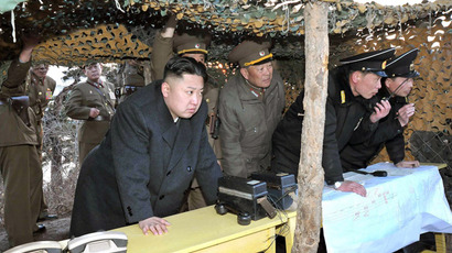 This picture released by North Korea's official Korean Central News Agency on March 26, 2013 and taken on March 25, 2013 shows North Korean leader Kim Jong-Un (C) inspecting the landing and anti-landing drills of KPA Large Combined Units 324 and 287 and KPA Navy Combined Unit 597 at an undisclosed location on North Korea's east coast. (AFP Photo/KCNA via KNS)