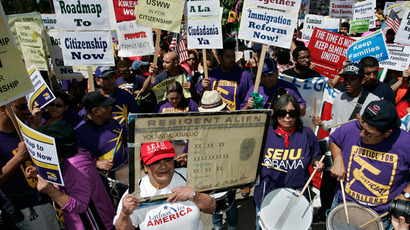 Protesters march during a rally for immigration reform near Senator Dianne Feinstein's office, in Los Angeles, California, April 10, 2013 (Reuters / Jonathan Alcorn)