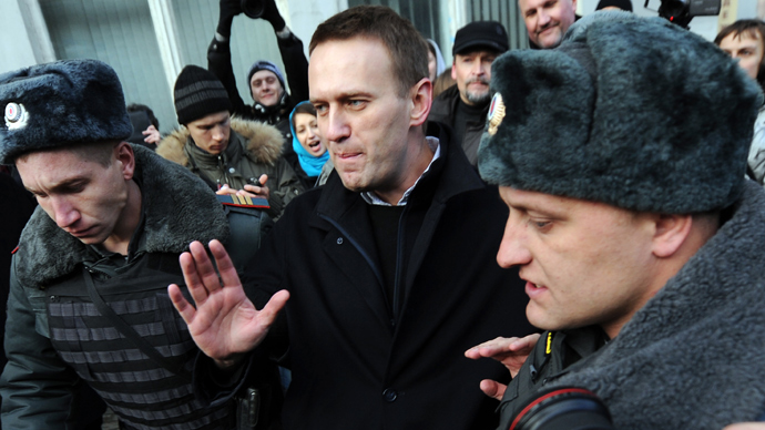Russian anti-corruption blogger Navalny files party registration papers