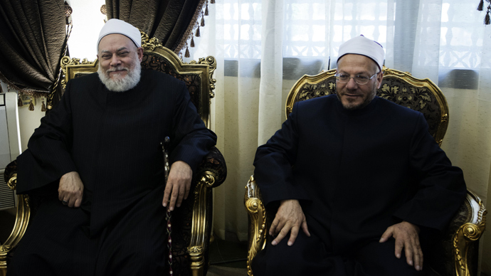 Egypt's newly appointed Grand Mufti Shawqi Abdel Karim (R) meets with his predecessor Ali Gomaa at Al-Azhar compound in Cairo on March 3, 2013 (AFP Photo / Gianluigi Guercia)