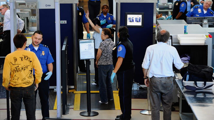 Transportation Security Administration (TSA) agents screen passangers at Los Angeles International Airpor.(AFP Photo / Kevork Djansezian)