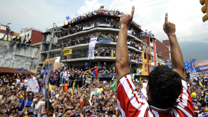 Venezuelan opposition candidate, Henrique Capriles Radonski, waves to supporters during a campaign rally in Merida, on April 10, 2013. (AFP Photo/ Leo Ramirez)