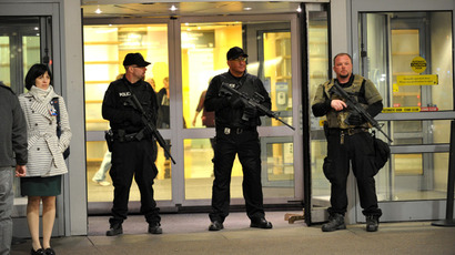 Armed police officers secure the main entrance to Brigham and Women's Hospital April 16, 2013 in Boston, Massachusetts (AFP Photo / Stan Honda)