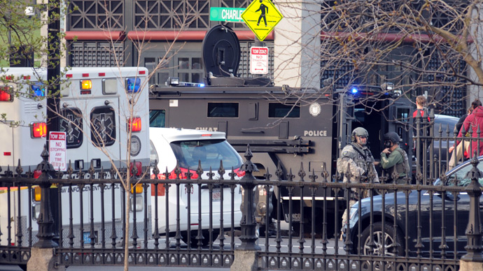 Military and State Police secure a staging area at the Boston Common following the Boston Marathon where several explosions rocked the event April 15, 2013 in Boston, Massachusetts (AFP Photo / John Mottern)