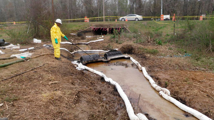 Drum skimmers and sorbent boom are used in a tributary to contain the ExxonMobil pipeline rupture in Mayflower, Arkansas. (Reuters / Handout)