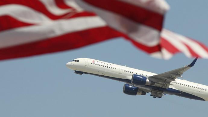US facing flight delays after sequester furloughs kick in