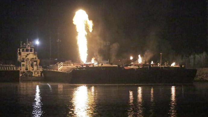 3 hurt as 7 massive blasts rock Mobile, Alabama shipyard