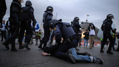 Anti-riot policemen detain a man during an anti-government demonstration in Madrid on April 25, 2013 (AFP Photo / Pedro Armestre)