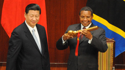 President Xi Jinping of The Peoples' Republic of China hands over the symbolic golden key to Tanzania President Jakaya Kikwete as an official handing over the Julius Nyerere International Convention Centre in Dar es Salaam to Tanzania on March 25, 2013. (AFP Photo/John Lukuwi)