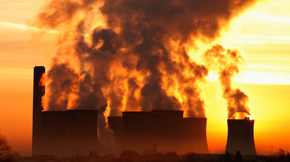 The sun rises behind Fiddlers Ferry coal fired power station near Liverpool, northern England (Reuters / Phil Noble)