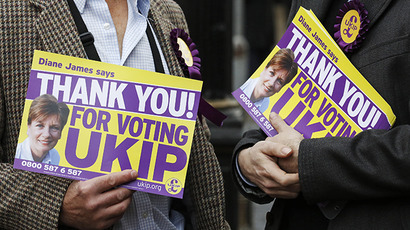 UK Independence Party (UKIP) supporters hold thank you posters in Eastleigh, southern England March 1, 2013. (Reuters / Luke MacGregor)