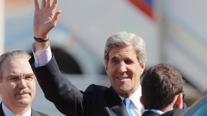 US Secretary of State John Kerry gestures upon his arrival at Moscow Vnukovo Airport on May 07, 2013. (RIA Novosti/Vitaliy Belousov)