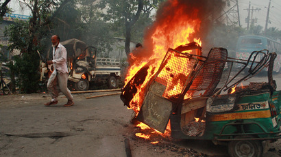 Vehicles burn following clashes with Bangladeshi police and Islamist protestors in Narayanganj, some 20 kms from Dhaka on May 6, 2013 (AFP Photo / Rehman Asad)