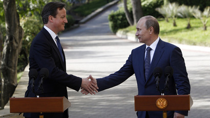 Russian President Vladimir Putin (R) shakes hands with Britain's Prime Minister David Cameron before the start of a joint press conference after a meeting at the Bocharov Ruchei state residence in Sochi on May 10, 2013 (AFP Photo / Sergey Karpukhin)