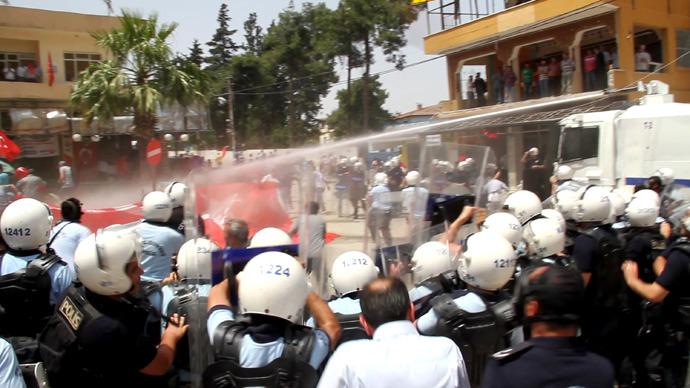 Teargas v stones, bottles: Hundreds of protesters clash ...