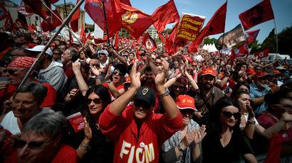 Demonstrators applaud during the left-wing Italian metalworkers' union FIOM rally in downtown Rome Piazza San Giovanni on May 18, 2013 (AFP Photo / Filippo Monteforte)